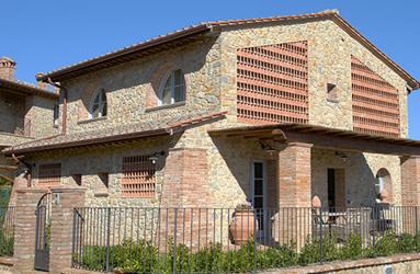 Vendita e affitto case vacanze in campagna borgo in chianni for Piani di casa con spazio di vita all aperto
